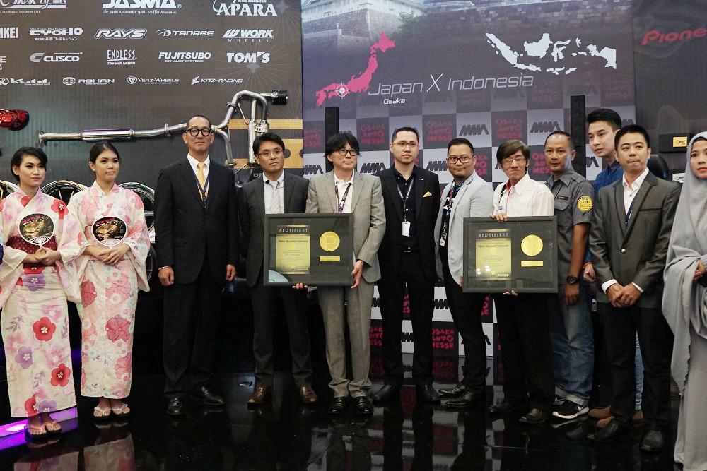 Foto bersama sesaat setelah penganugerahan penghargaan tertinggi ROI